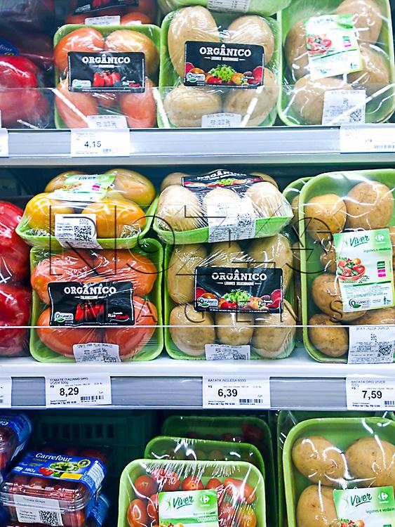 Hortifrutis orgânicos em supermercado, São Paulo - SP, 02/2015.