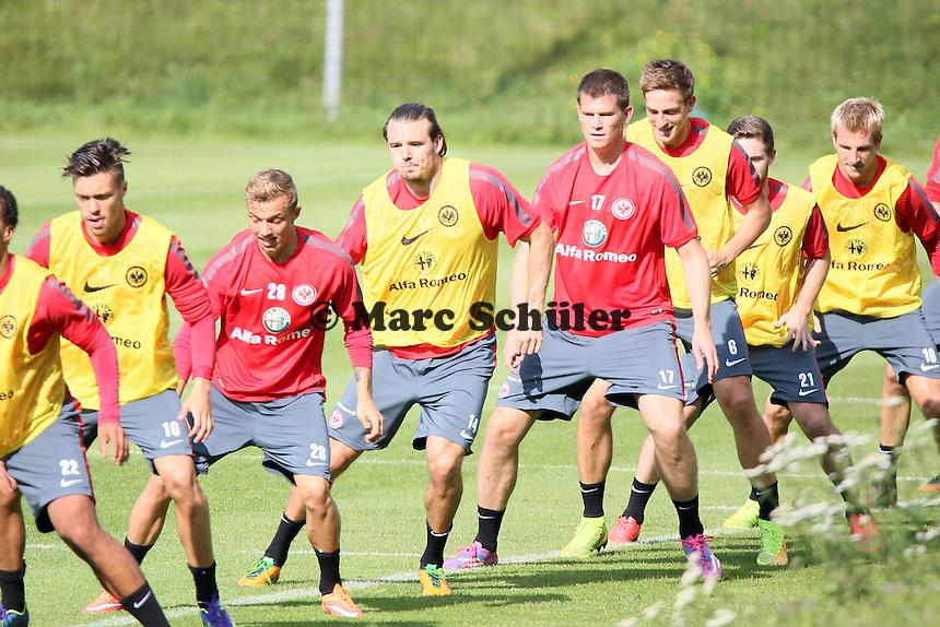 Eintracht Spieler laufen sich warm - Eintracht Frankfurt Training, Commerzbank Arena