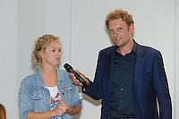 FRYSKE SPORTEN: LEEUWARDEN: 16-09-2015, Elfstedenhal, Fryske sport yn dyn klasse van start, groepsleerkrachten en directie van het basisonderwijs en buurtsportcoaches/vakleerkrachten waren uitgenodigd voor deze speciale gelegenheid, Doete Stenekes (leerkracht Reinboge Bantega) werd geinterviewd door Roelof Louwsma van Omrop Fryslân, ©foto Martin de Jong