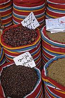 Afrique/Egypte/Le caire: Graines et karkadé dans les souks de la rue des Mosquées