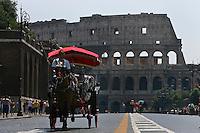 Rome continue to be one of the most visited city in the world..Roma continua ad essere una delle città più visitata al mondo.A tourist on the tipic Rome horse cab..Una turista sulla tipica carrozzella romana.