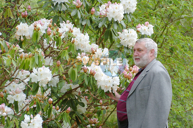 Killarney Ireland, EU AGRICULTURE MINISTERS MEETING.EU Agriculture Commissioner Franz Fischler enjoying the sightsin  Killarney on Monday. 10th May 2004..Photo AFP/NEWSFILE/Don MacMonagle.(Photo credit should read Don MacMonagle/NEWSFILE/AFP)...This Picture has been sent you under the condtions enclosed by:.Newsfile Ltd..the Studio,.Millmount Abbey,.Drogheda,.Co Meath..Ireland..Tel: +353(0)41-9871240.Fax: +353(0)41-9871260.GSM: +353(0)86-2500958.email: pictures@newsfile.ie.www.newsfile.ie.FTP: 193.120.102.198..This picture is from Fran Caffrey@newsfile.ie