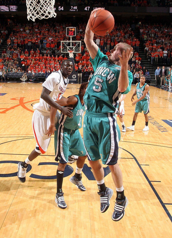 Virginia beat UNC Wilmington 69-67 Monday Jan. 18, 2010 in Charlottesville, Va. UNC Wilmington's Chad Tomko (Photo/The Daily Progress/Andrew Shurtleff)