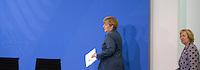 Bundeskanzlerin Angela Merkel (CDU) und Maria Böhmer, Staatsministerin bei der Bundeskanzlerin und Beauftragte der Bundesregierung für Migration, Flüchtlinge und Integration kommen am Dienstag (25.05.13) im Bundeskanzleramt in Berlin nach dem 6. Integrationsgipfel zu einer Pressekonferenz..Foto: Axel Schmidt/CommonLens