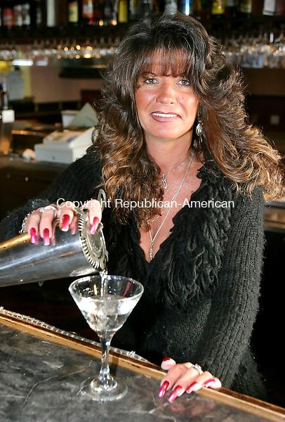 CHESHIRE, CT. 12 December 2006--121206SV01--Paula Gleason, bartender at Cugino's Restaurant in Cheshire.<br /> Steven Valenti Republican-American