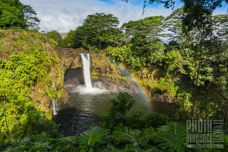 Rainbow Falls with a rainbow in lush surroundings, Hilo, Big Island of Hawai'i.