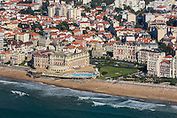 France, Aquitaine, Pyrénées-Atlantiques, Pays Basque, Biarritz: La Grande Plage et l'hôtel du Palais - vue aérienne  //  France, Pyrenees Atlantiques, Basque Country, Biarritz: The Grande Plage and the Hotel du Palais or Eugenie Palace - Aérial view