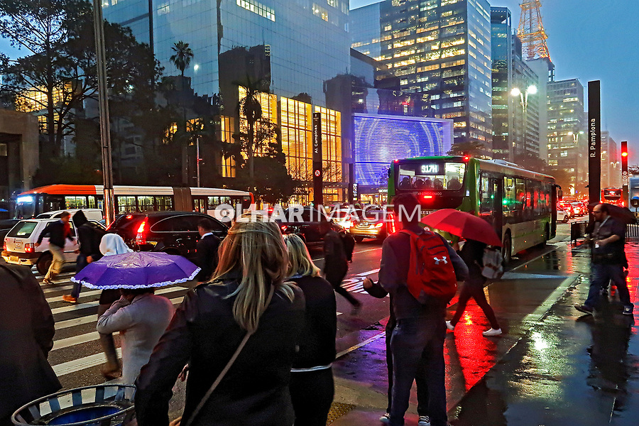 Faixa de travessia de pedestres, avenida Paulista, Sao Paulo. 2019. Foto Juca Martins
