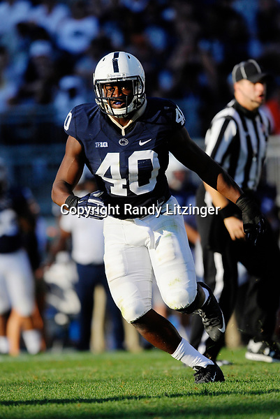 03 September 2016:  Penn State LB Jason Cabinda (40) reads the play. The Penn State Nittany Lions defeated the Kent State Golden Flashes 33-13 at Beaver Stadium in State College, PA. (Photo by Randy Litzinger/Icon Sportswire)