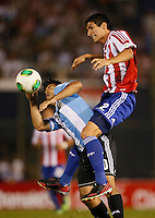 ASUNCION – PARAGUAY – 10-09-2013: Marcos Caceres  (Der.) jugador de Paraguay, disputa el balón con Sergio Agüero (Izq.) jugador  de Argentina, durante partido en el estadio Defensores del Chaco en Asuncion, Paraguay, septiembre10 de 2013. Los seleccionados de Paraguay y Argentina disputan partido en la fecha diez y seis por la clasificatoria a la Copa Mundo FIFA Brasil 2014. (Foto: Photogamma / Javier  Garcia M. /VIzzorImage).  Marcos Caceres  (R) jugador from Paraguay, fights for the ball with Sergio Agüero (L) player  from Argentina during game at the Defensores del Chaco Stadium in Asuncion Paraguay, September 10, 2013. The Paraguay and Argentina teams dispute a game on the date sixteen qualifying to the FIFA World Cup Brazil 2014. (Photo: Photogamma / Javier Garcia M. /VIzzorImage)