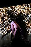 PENOMBRE..Mise en scène, écriture, chorégraphie et interprétation : Rosalba Torres Guerrero..Vidéo, illustration, performance live et co-écriture : Lucas Racasse..Actrice vidéo : Uiko Watanabe..Dramaturgie : Hildegard De Vuyst..Costumes et sculptures textile : Sara Judice de Menezes..Scénographie et lumières : Shizuka Hariu..Musique originale et ambiance sonore : Sam Serruys..Compagnie : Les Ballets C de la B..Lieu: Théâtre National de Chaillot..Ville : Paris..le 04/10/2011..© Laurent Paillier / photosdedanse.com..All rights reserved