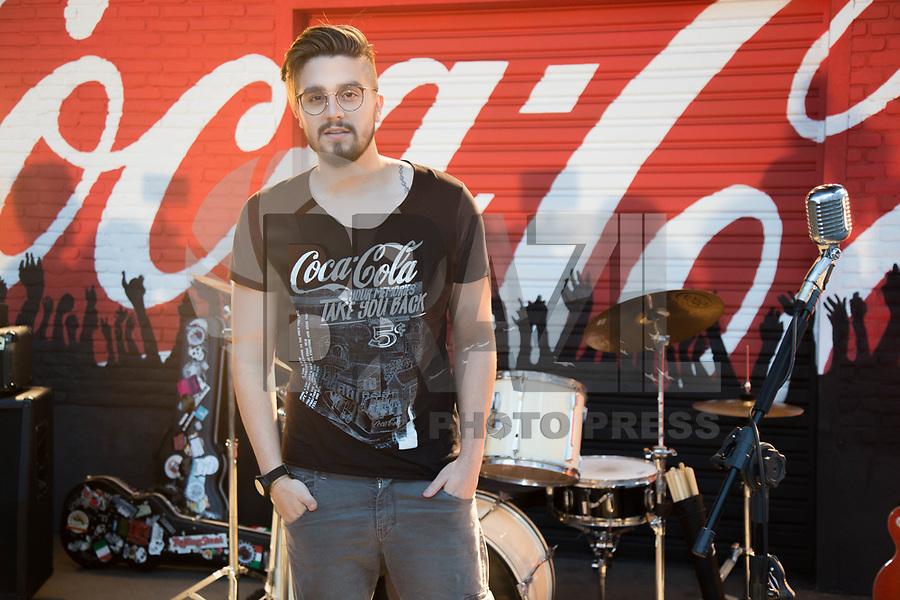 SÃO PAULO, SP, 31.01.2018 - LUAN-SANTANA - Luan Santana durante editorial de moda da nova campanha da Coca-Cola Shoes, no Brás, na zona central de São Paulo, nesta quarta-feira, 31 (Foto: Patricia Devoraes/Brazil Photo Press)