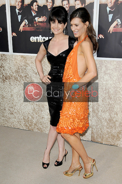 Carla Gugino and Perrey Reeves<br />at the Los Angeles Premiere of 'Entourage' Season Six. Paramount Theater, Hollywood, CA. 07-09-09<br />Dave Edwards/DailyCeleb.com 818-249-4998