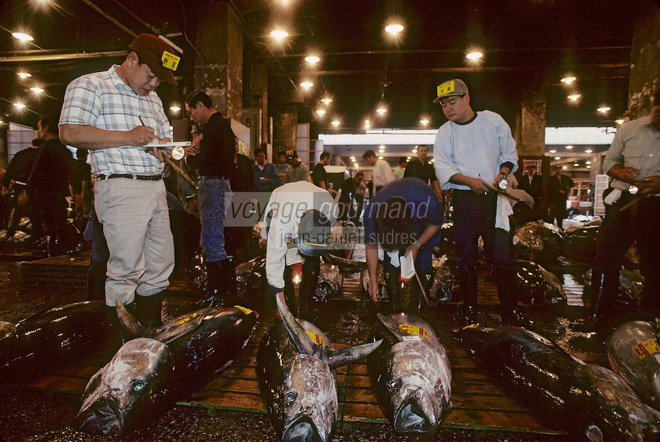 Asie/Japon/Tokyo/Tsukiji: Le marché aux poissons - Thons vendus à la criée