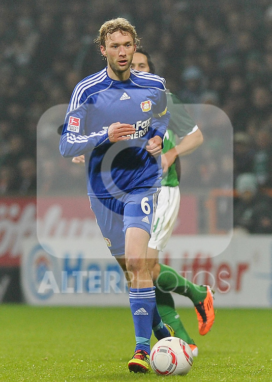 27.02.2011, Weserstadion, Bremen, GER, 1.FBL, Werder Bremen vs Bayer 04 Leverkusen, im Bild Simon Rolfes (Leverkusen #6)   Foto © nph / Frisch