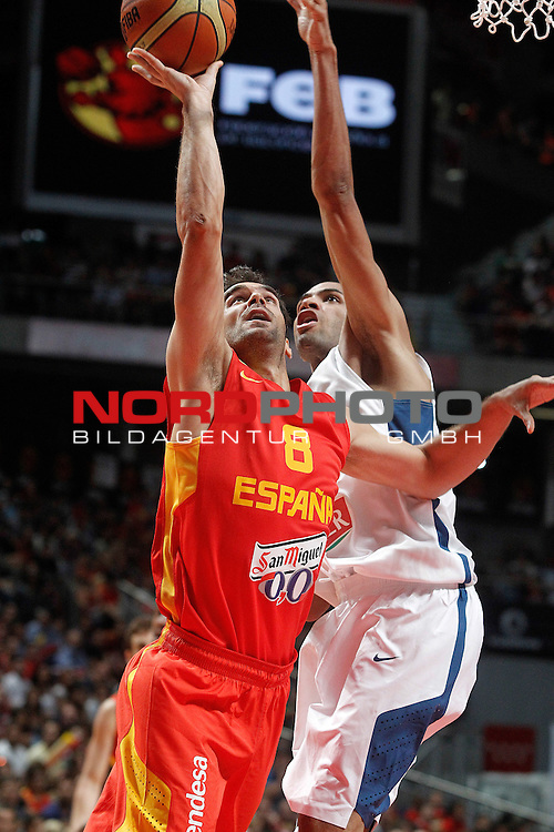 Spain's Jose Manuel Calderon (l) and France's Nicolas Batum during friendly match.August 23,2012. Foto © nph / Acero)