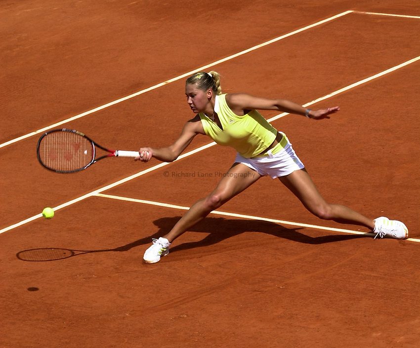 Photo. Richard Lane. .Roland Garros 2002, French Open Tennis. 29/5/2002.Anna Kournikova of Russia.
