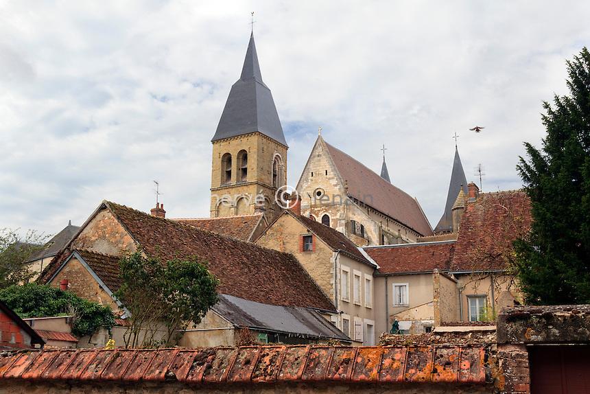 France, Indre (36), Levroux, vue sur la petite ville autour de l'église // France, Indre, Levroux, around the church