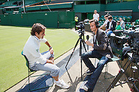 20-06-12, England, London, Wimbledon, Tennis, Interview Jan Willem de Lange met Roger Federer op Centercourt.
