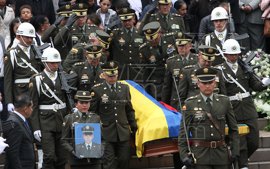 BOGOTÁ - COLOMBIA, 28-01-2019:Con la presencia del señor general director de la Policia Nacional de Colombia Óscar Atehortúa Duque se llevaron acabo las exequias del cadete Andrés Felipe Carvajal  Moreno víctima del atentado terrorista en La Escuela de Policia  General Santander / With the presence of the general director of the National Police of Colombia Óscar Atehortúa Duque, the funeral of Andrés Felipe  Carvajal  Moreno, the victim of the terrorist attack at the General Santander Police School, took place.Photo: VizzorImage / Felipe Caicedo / Satff