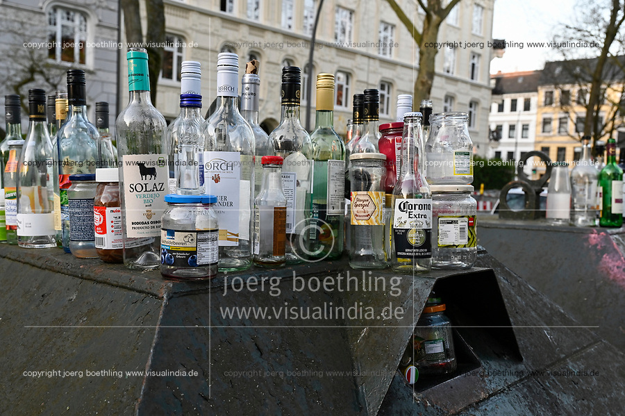 Germany, Hamburg, impact of Corona crisis, as peoples are in isolation alcohol consume is rising, full waste glass recycling box / Auswirkungen der Corona Krise, durch Kontaktsperre und lockdown steigt Alkoholkonsum zu Hause, voller Altglas Container