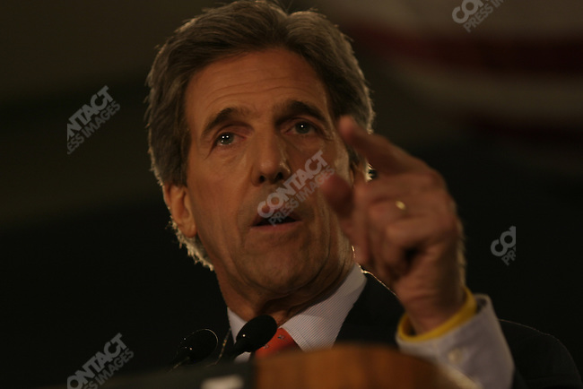 Senator John Kerry, Democratic candidate for President, delivers a speech to the Detroit Economic Club about his ideas for advancing economic growth in the US. Detroit, MI, September 15, 2004.
