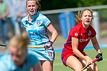 GER - Mannheim, Germany, May 05: During the women field hockey 1. Bundesliga match between Mannheimer HC (red) and Uhlenhorster HC Hamburg (light blue) on May 5, 2018 at Am Neckarkanal in Mannheim, Germany. Final score 1-3. (Photo by Dirk Markgraf / www.265-images.com) *** Local caption *** Camille Nobis #8 of Mannheimer HC, Emily Guenther #17 of Uhlenhorster HC Hamburg