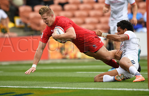 3rd February 2018, FMG Stadium, Waikato, Hamilton, New Zealand; HSBC World Rugby Sevens Series;  Canada's John Moonlight scores a try; <br />