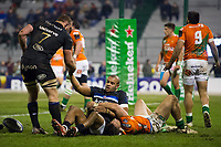Jonathan Joseph of Bath Rugby scores a try in the first half. European Rugby Champions Cup match, between Benetton Rugby and Bath Rugby on January 20, 2018 at the Municipal Stadium of Monigo in Treviso, Italy. Photo by: Patrick Khachfe / Onside Images