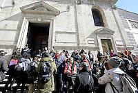 Roma 27 Febbraio 2015<br /> Piazza del Popolo.<br /> Movimenti per il diritto all'abitare occupano la chiesa di Santa Maria del Popolo contro la manifestazione di Matteo Salvini prevista domani.<br /> Gli occupanti e le occupanti vengono sgomberati dalla polizia .