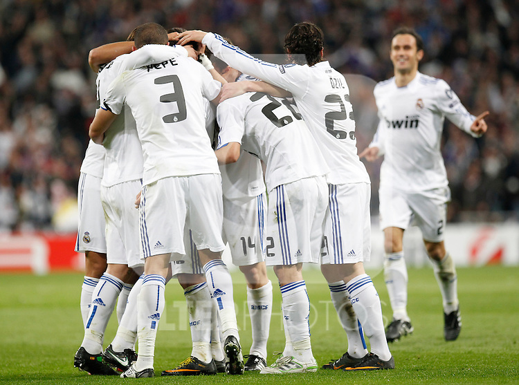 Madrid (16/03/2011).- Estadio Santiago Bernabeu..UEFA Champion League..Real Madrid 3 - Olympique Lyonnais 0.Jugadores del Real Madrid, celebran un gol...©Alex Cid-Fuentes/ALFAQUI...