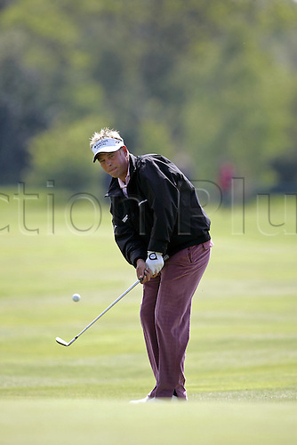 12 May 2005: Northern Irish golfer Darren Clarke chipping onto the green during the first round of the The Daily Telegraph Dunlop Masters played at the Forest of Arden, Warwickshire. Photo: Neil Tingle/Action Plus..050512 golf golfer chip
