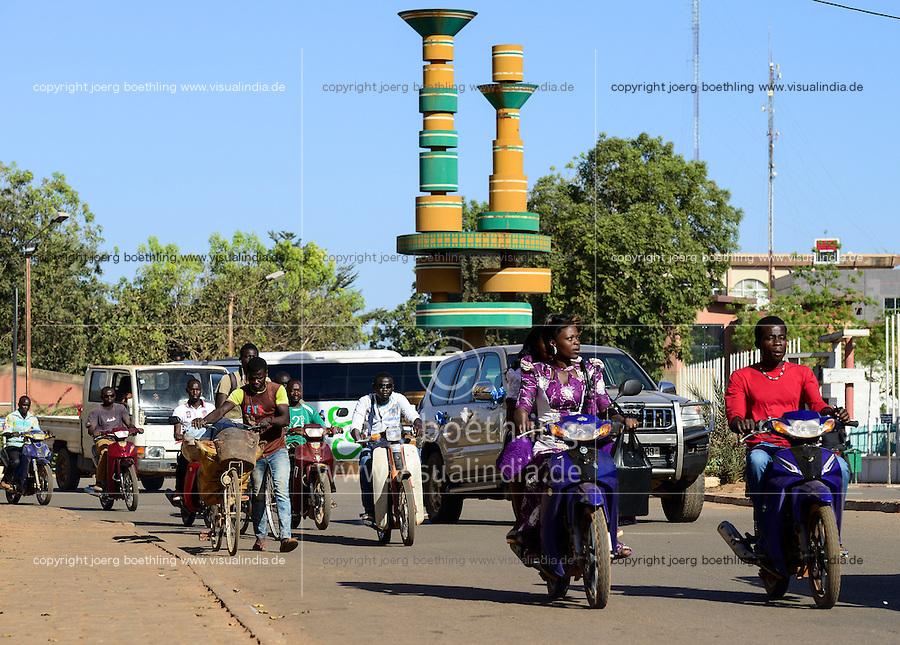 BURKINA FASO, capital Ouagadougou, traffic, roundabout place of cineasts / Kreisverkehr Platz der Cineasten