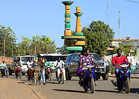 BURKINA FASO, capital Ouagadougou, traffic, roundabout place of cineasts / Kreisverkehr Platz der Cineasten