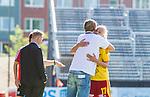 Tyres&ouml; 2014-05-25 Fotboll Damallsvenskan Tyres&ouml; FF - FC Roseng&aring;rd :  <br /> Tyres&ouml;s Caroline Seger f&aring;r en kram av Tyres&ouml;s tr&auml;nare coach manager Tony Gustafsson n&auml;r hon byts ut i andra halvlek<br /> (Foto: Kenta J&ouml;nsson) Nyckelord:  Damallsvenskan Tyres&ouml;vallen Tyres&ouml; TFF FC Roseng&aring;rd FCR Malm&ouml;