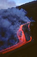 Ätna, Etna, Ausbruch des Vulkan, Vulkanausbruch, Vulkan-Ausbruch, Lava, Magma wird ausgestoßen, Lavastrom fließt bergab, Sizilien, Italien