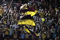 IBAGUÉ -COLOMBIA, 14-12-2016. Hinchas del Tolima animan a su equipo durante partido de ida entre Deportes Tolima y Independiente Santa Fe por la final de la Liga Águila II 2016 jugado en el estadio Manuel Murillo Toro de Ibagué. / Fans of Tolima cheer their team during first leg match between Deportes Tolima and Independiente Santa Fe for the final of the Aguila League II 2016 played at Manuel Murillo Toro stadium in Ibague city. Photo: VizzorImage/ Gabriel Aponte / Staff