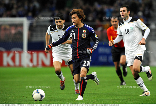 (L-R) Azizbek Haydarov (UZB), Takashi Inui (JPN), Timur Kapadze (UZB),.FEBRUARY 29, 2012 - Football / Soccer :.2014 FIFA World Cup Asian Qualifiers Third round Group C match between Japan 0-1 Uzbekistan at Toyota Stadium in Aichi, Japan. (Photo by Takamoto Tokuhara/AFLO)