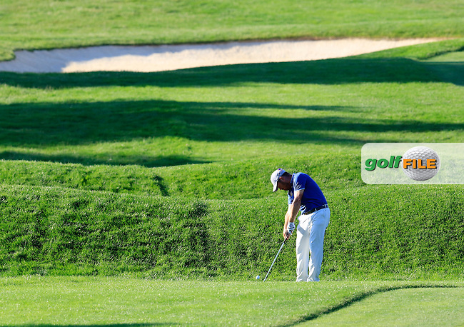 Louis Oosthuizen (RSA) on the 18th hole during Friday's Round 2 of the 2016 U.S. Open Championship held at Oakmont Country Club, Oakmont, Pittsburgh, Pennsylvania, United States of America. 17th June 2016.<br /> Picture: Eoin Clarke | Golffile<br /> <br /> <br /> All photos usage must carry mandatory copyright credit (&copy; Golffile | Eoin Clarke)