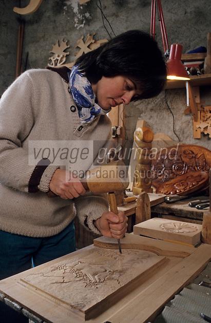 Europe/France/Midi-Pyrénées/09/Ariège/Couserans/Aret-en-Bethmale: Anne Jusot sculpteur sur bois [Non destiné à un usage publicitaire - Not intended for an advertising use]