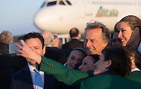 L'amministratore di Alitalia Cramer Ball, a sinistra, e il presidente Luca Cordero di Montezemolo posano con un gruppo di hostess in occasione della partenza di Papa Francesco per Lesbo, all'aeroporto internazionale di Roma Fiumicino, 16 aprile 2016. Il Pontefice incontrerà' i profughi presenti nell'isola greca.<br /> Alitalia's CEO Cramer Ball, partially seen at left, and chairman Luca Cordero di Montezemolo pose for a picture with a group of flight assistants upon Pope Francis' departure to Lesbos, Greece, where he will visit refugees, at Rome's Fiumicino international airport, 16 April 2016.<br /> UPDATE IMAGES PRESS/Riccardo De Luca