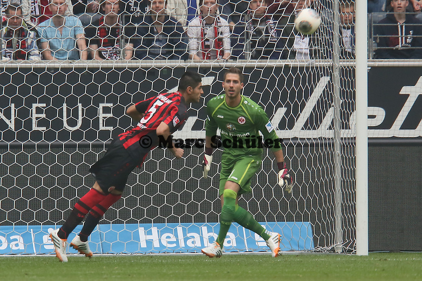 Carlos Zambrano (Eintracht) klaert - Eintracht Frankfurt vs. 1. FSV Mainz 05