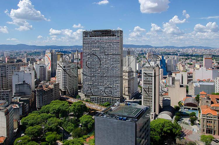 Vista da cidade, com destaque para o Viaduto Santa Ifigênia  e o Edifício Mirante do Vale, no Vale do Anhangabaú, São Paulo-SP, 01/2014.