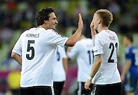 FUSSBALL  EUROPAMEISTERSCHAFT 2012   VIERTELFINALE Deutschland - Griechenland     22.06.2012 Mats Humels und Marco Reus (v.l., alle Deutschland) jubeln nach dem  4:1