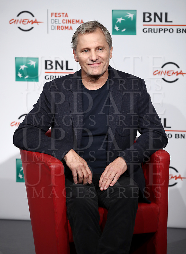 "L'attore statunitense Viggo Mortensen posa durante un photocall per la presentazione del film ""Green Book"" al Festival Internazionale del Film di Roma, 24 ottobre 2018.<br /> US actor Viggo Mortensen poses for a photocall to present the movie ""Green Book"" during the international Rome Film Festival at Rome's Auditorium, on October 24, 2018.<br /> UPDATE IMAGES PRESS/Isabella Bonotto"