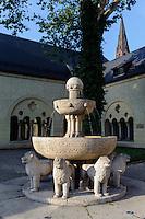 Brunnen beim Kaiserschloss von Wilhelm II (Zamek) in Posnan (Posen), Woiwodschaft Gro&szlig;polen (Wojew&oacute;dztwo wielkopolskie), Polen Europa<br /> Fountain at Castle (Zamek built by Wilhelm II in Posnan, Poland, Europe