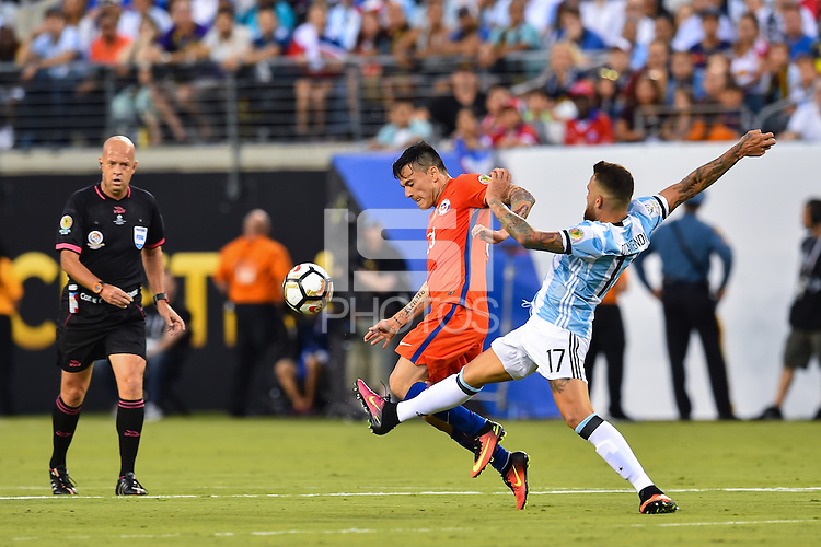 East Rutherford, NJ - Sunday June 26, 2016: Nicolas Otamendi during a Copa America Centenario finals match between Argentina (ARG) and Chile (CHI) at MetLife Stadium.