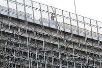 SÃO PAULO,SP,11.07.2014 - DESMONTAGEN ARQUIBANCADAS ARENA CORINTHIANS - Funcionarios começam a desmontar as  arquibancadas provisórias da Arena Corinthians na manhã desta sexta feira (11). nesta sexta-feira.FOTO (Aler Vianna/Brazil Photo Press).