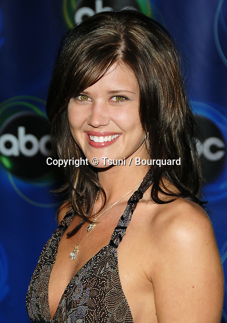 Sarah Lancaster arriving at the ABC tca Party at the Wind Tunnel in Passadena. January 21, 2006.