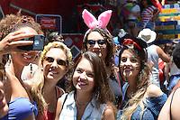RIO DE JANEIRO, RJ, 09.02.2016 - CARNAVAL-RJ - Foliões se divertem no bloco Das Carmelitas, em Santa Tereza, região sul do Rio de Janeiro, nesta terça-feira, 09. (Foto: Jorge Hely/Brazil Photo Press)